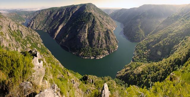 rio sil en ribeira sacra galicia