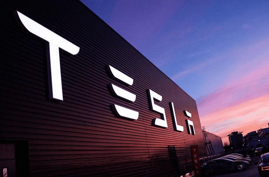 Descubre a la compañía de silicon valley que está revolucionando el sector de la automoción.